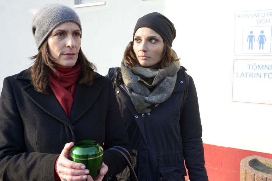 Gemeinsam fahren Katrin (Ulrike Frank) und Anni (Linda Marlen Runge) nach Schweden, um Tills Asche zu retten.