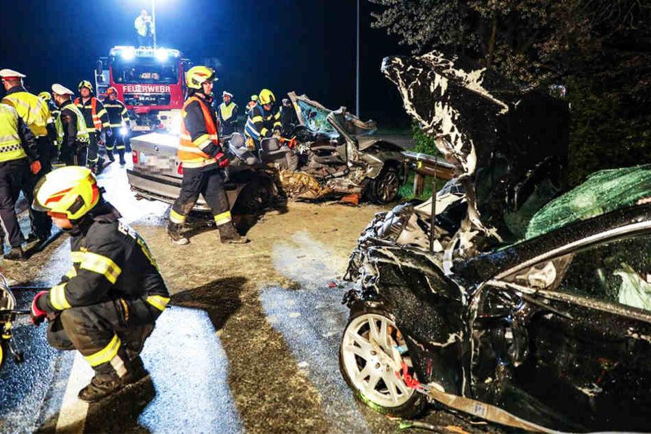 Horror-Unfall! Mercedes und BMW krachen ineinander: Drei Tote, darunter ein Jugendlicher
