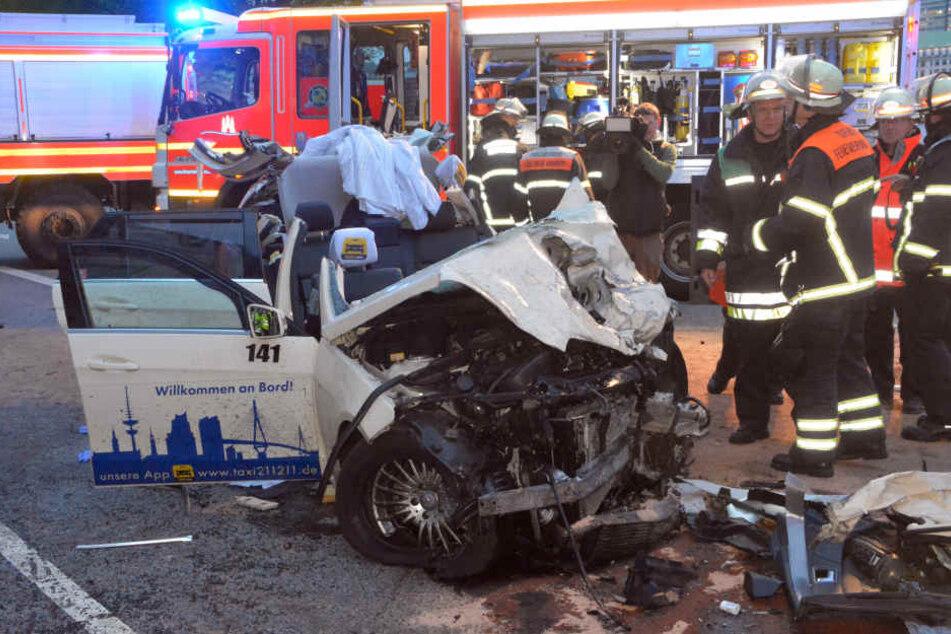 Der Taxidieb raste in ein anderes Taxi, in dem mindestens eine Person ums Leben kam.