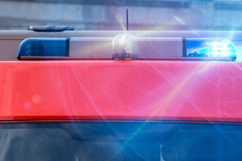 Der Rettungsdienst transportierte die schwer verletzte Frau in eine Klinik.