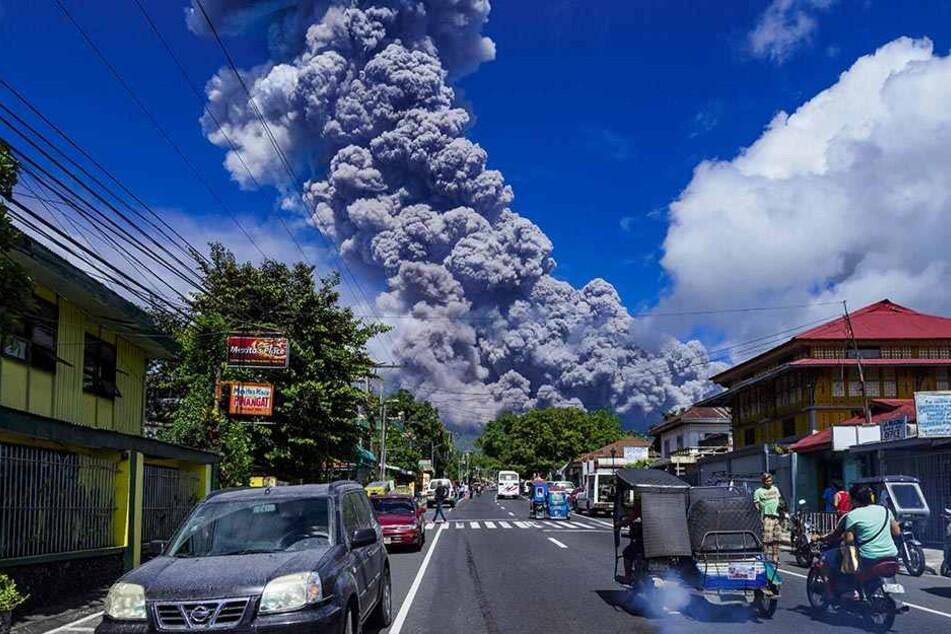Das philippinische Institut für Vulkanologie und Seismologie erweiterte die Gefahrenzone nach den Eruptionen der vergangenen Tage.