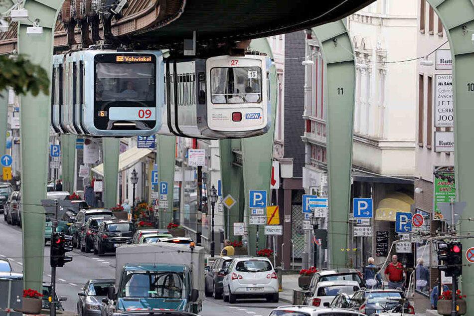 Schwebebahn-Fahrer in Wuppertal üben für den Neustart