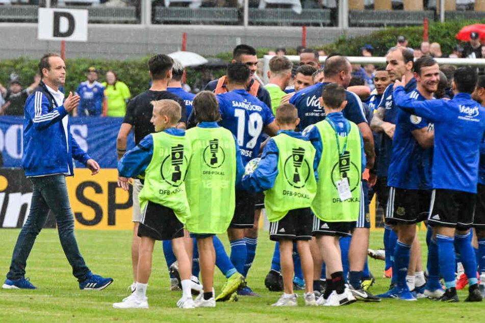 Der 1. FC Köln trifft heute im DFB-Pokal auf den 1. FC Saarbrücken mit Trainer Dirk Lottner.