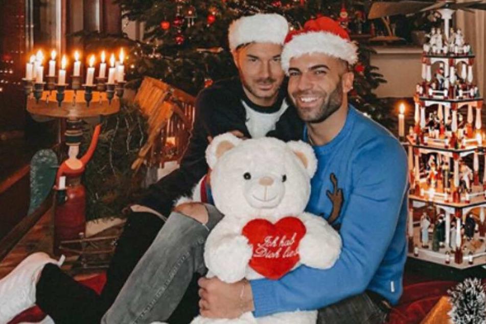 Verliebt unterm Weihnachtsbaum: Rafi möchte Freund Sam nicht mehr missen