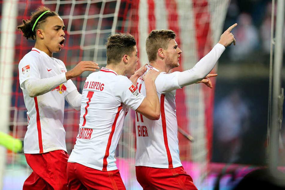 Yussuf Poulsen (l.) bejubelt gemeinsam mit Marcel Sabitzer (Mitte) und Timo Werner das 1:0 gegen Hertha BSC. Ähnliche Szenen erhofft sich RB auch am Samstag gegen Darmstadt.