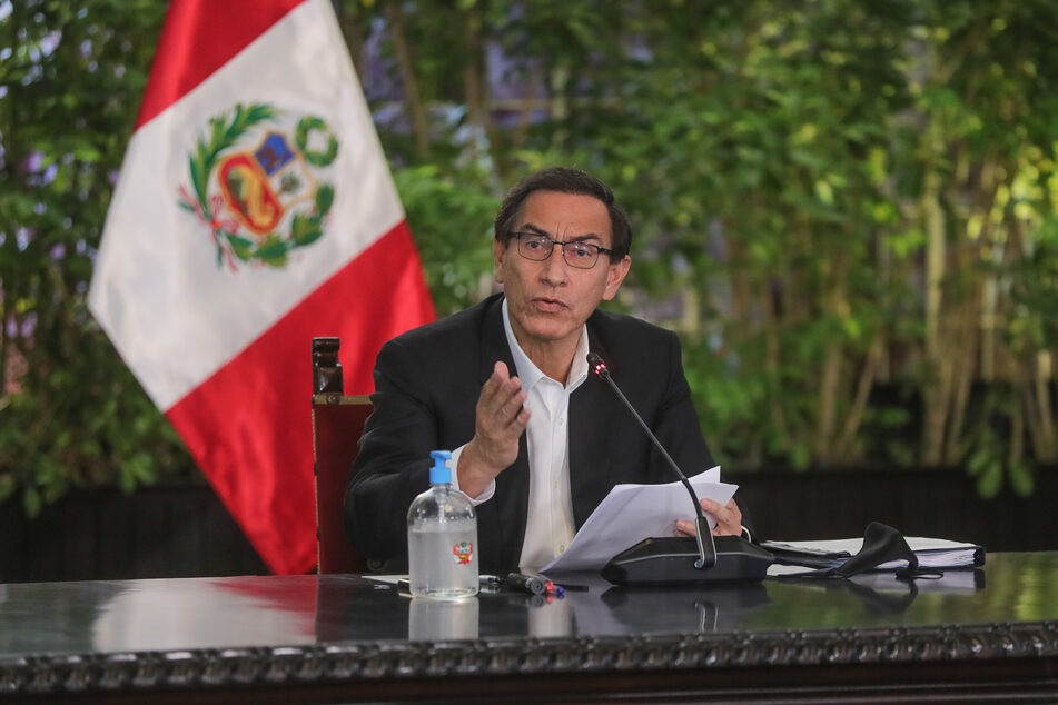 Auf diesem vom peruanischen Präsidentenamt zur Verfügung gestellten Bild kündigt Martin Vizcarra, Präsident von Peru, neue Maßnahmen gegen die Ausbreitung des Coronavirus an.