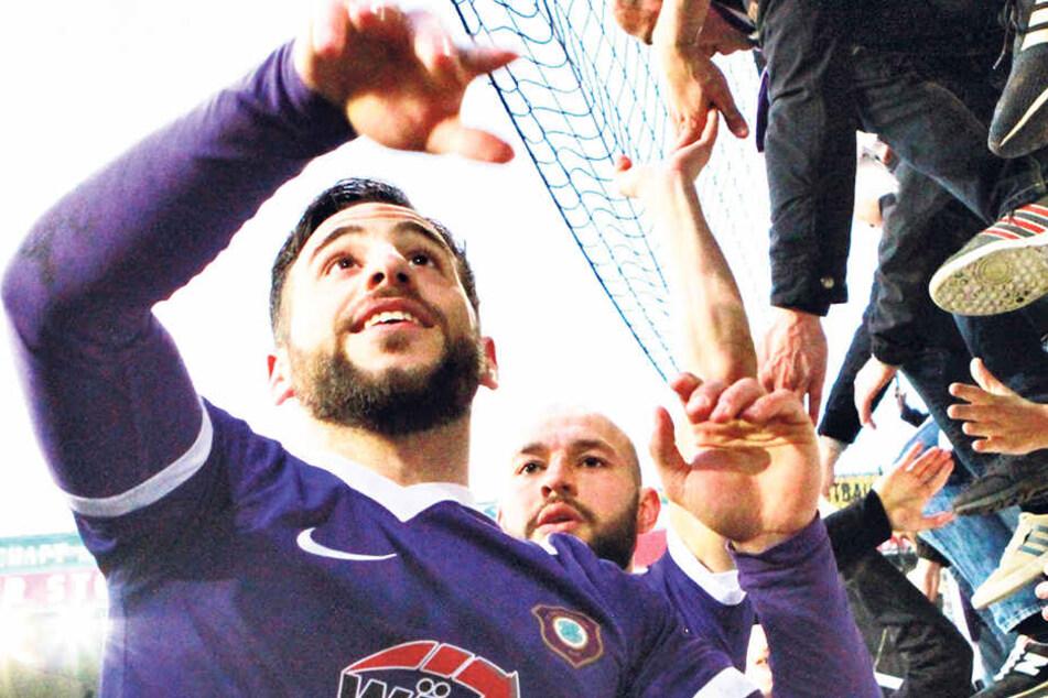 So feierte Calogero Rizzuto gemeinsam mit den FCE-Fans sein Siegtor bei Union.