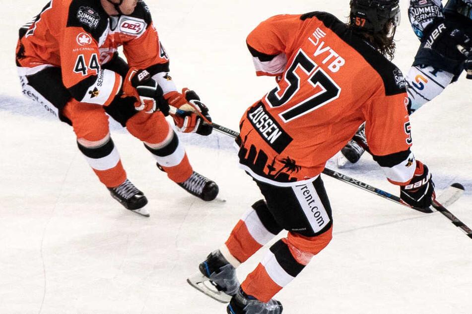 Die Löwen Frankfurt (Archivbild) wollen wieder in der Eishockey-Eliteklasse DEL spielen.