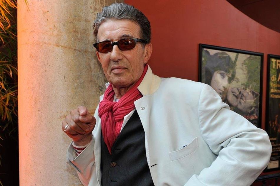 29.06.2010, München: Der Schauspieler Rolf Zacher kommt zum Bavaria-Film-Empfang im Künstlerhaus am Lenbachplatz.