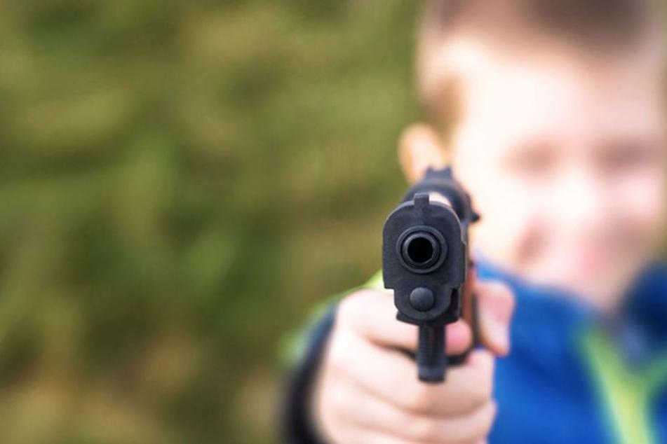 Die zwei Kinder feuerten vom Balkon mehrmals Schüsse in die Luft. (Symbolbild)