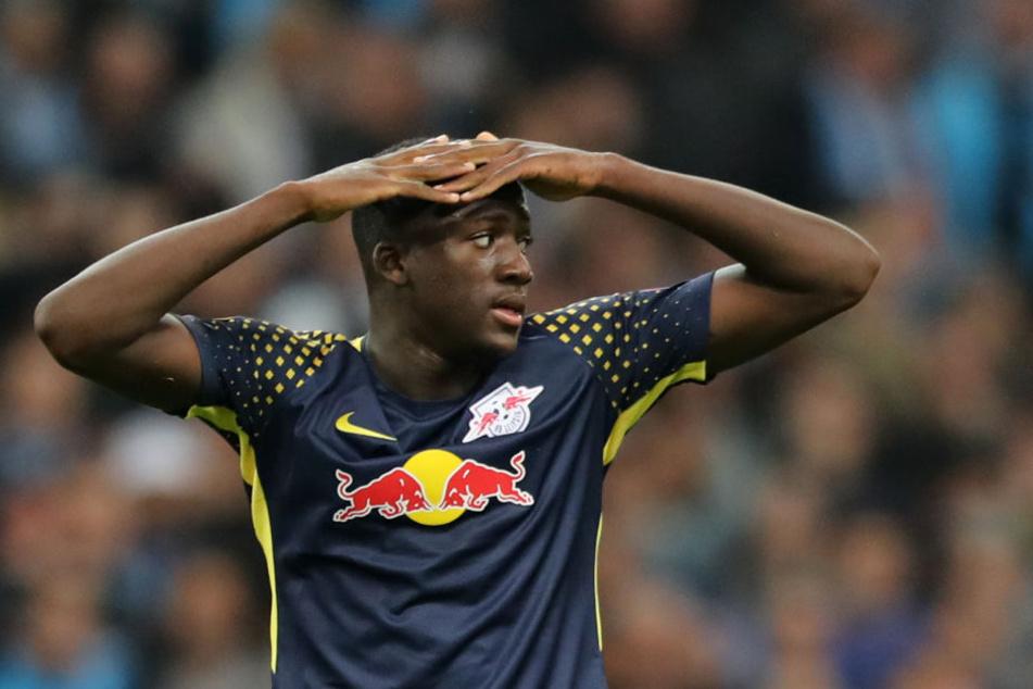 Innenverteidiger Ibrahima Konaté schlug am Donnerstag die Hände über dem Kopf zusammen, als RB in Marseille aus der Europa League ausschied.