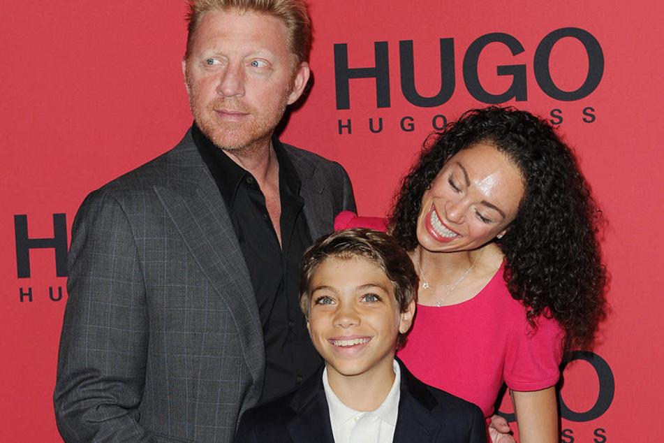 Der frühere Tennisspieler Boris Becker, seine damalige Ehefrau Lilly and sein Sohn Elias. im Juli 2011 bei der Mercedes-Benz Fashion Week in Berlin.