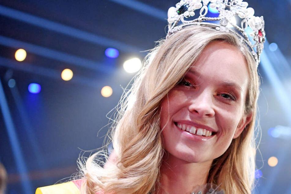 """Rust: Miss Baden-Württemberg, Nadine Berneis aus Stuttgart, wird im Europa-Park zur """"Miss Germany 2019"""" gekürt."""