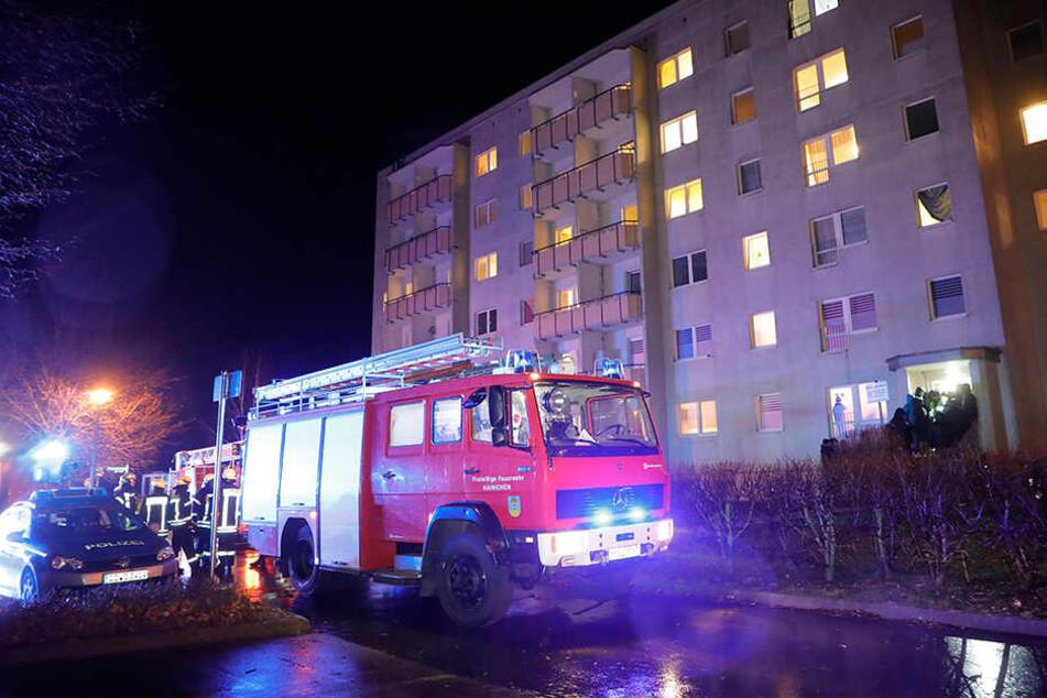 Bewohner legt Feuer: Zwei Verletzte bei Brand in Asylbewerberheim