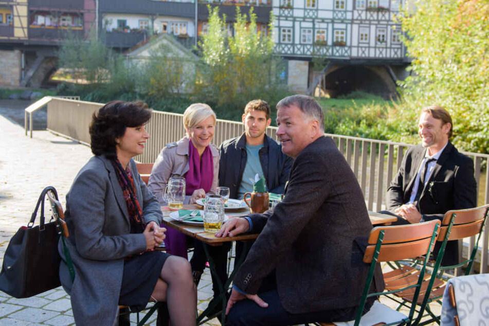 Auf der Krämerbrücke zeigten sich die Schauspieler nicht nur ihren Fans, auch gedreht wurde vor dieser Kulisse.
