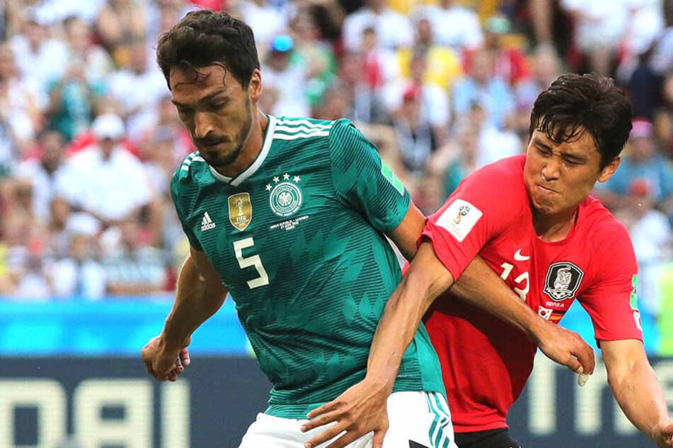 Mit Haken und Ösen, mit Händen und Füßen bekämpfte Ja-Cheol-Koo (29) bei der WM in Russland Deutschlands Innenverteidiger Mats Hummels.