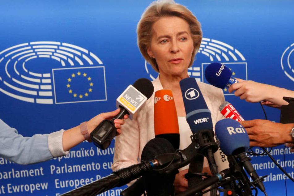 Ursula von der Leyen beantwortet die Fragen der Journalisten.