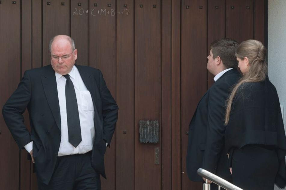 Walter Kohl (li.) kritisiert die Pläne zur Beisetzung und der Trauerzeremonie für seinen Vater heftig.