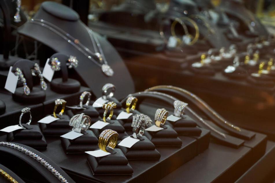 Schmuck-Unternehmen verkauft Silber in Millionenhöhe, das es gar nicht gibt