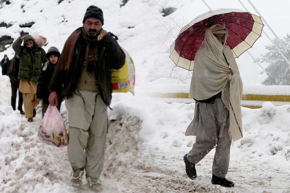 Wetter-Chaos geht weiter: Mehr als 100 Menschen sterben bei Schnee und Regen