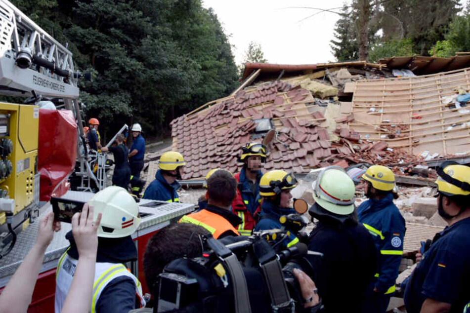 Zahlreiche Einsatzkräfte von Feuerwehr und THW waren vor Ort.