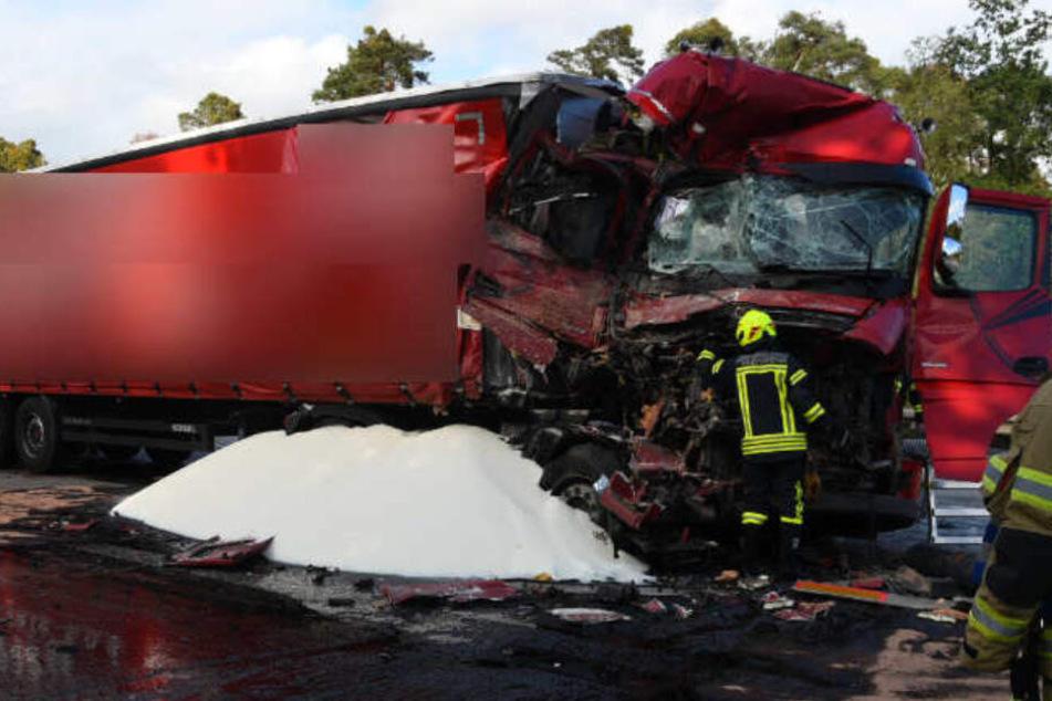 Heftiger Lastwagen-Crash: Kilometerlanger Stau auf A6