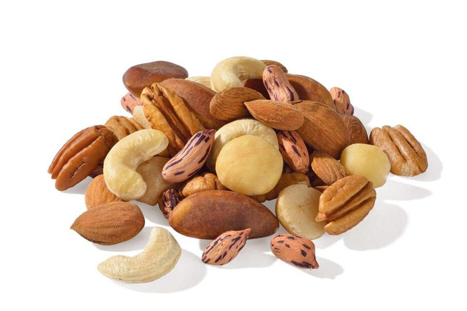 Nüsse liefern neben vielen anderen Lebensmittels sehr gesunde Fette.