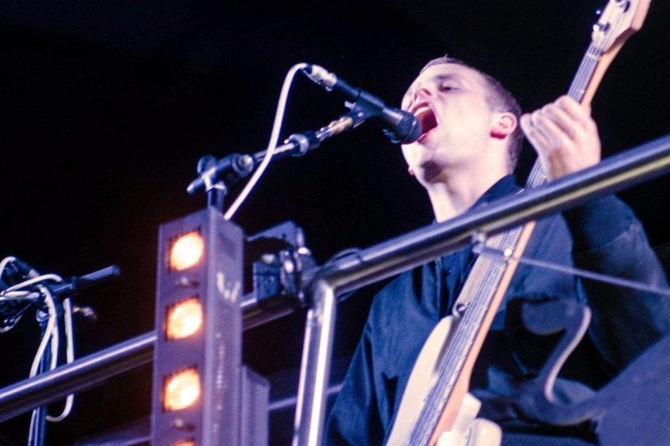 Kraftklub-Bassist Till Kummer mit Crystal erwischt