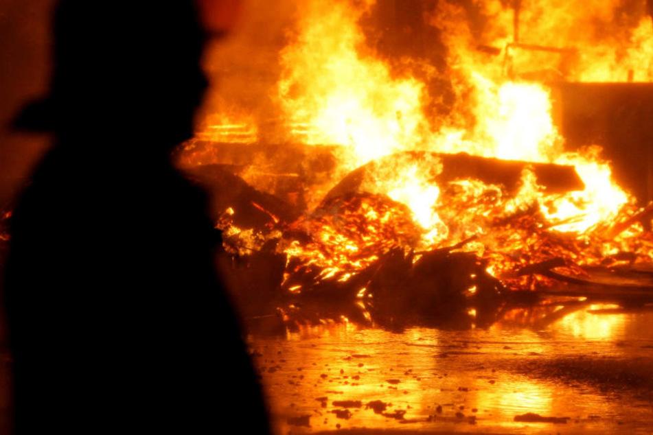 Die Scheune brannte komplett aus. (Symbolbild)