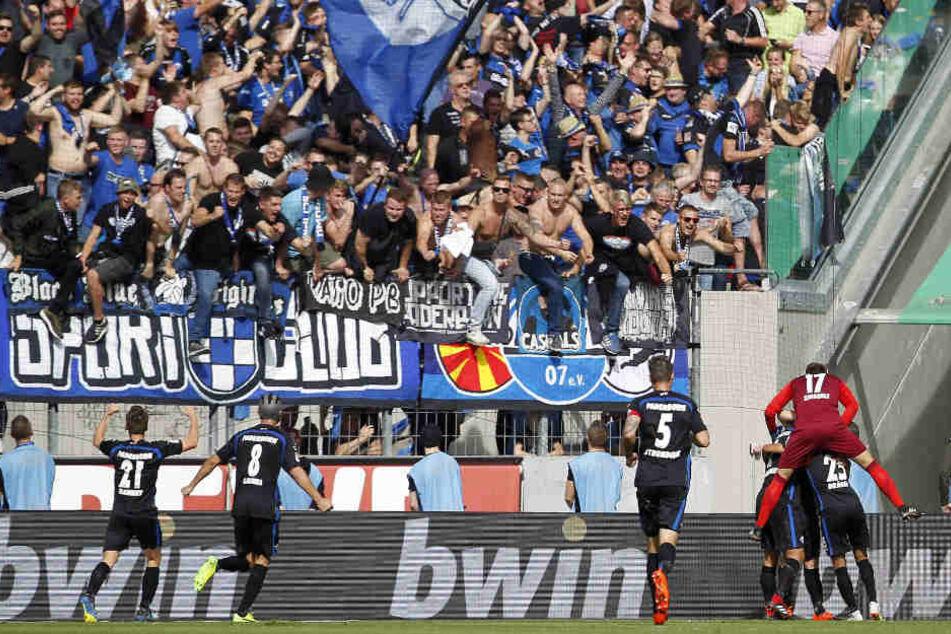 Torjubel der Fans nach dem 5:3 für Paderborn.