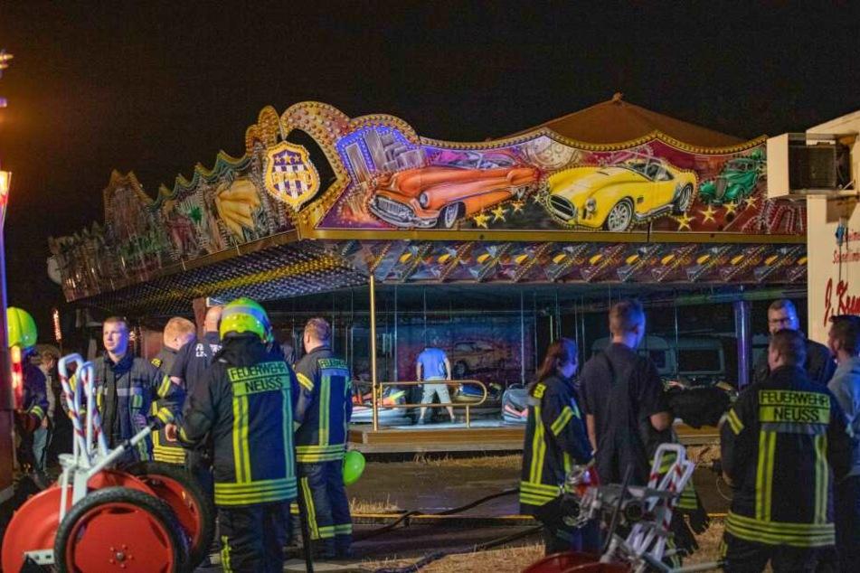 Polizei und Feuerwehr wurden in der Nacht zu Samstag zum Kirmesplatz am Reuschenberger Markt alarmiert.
