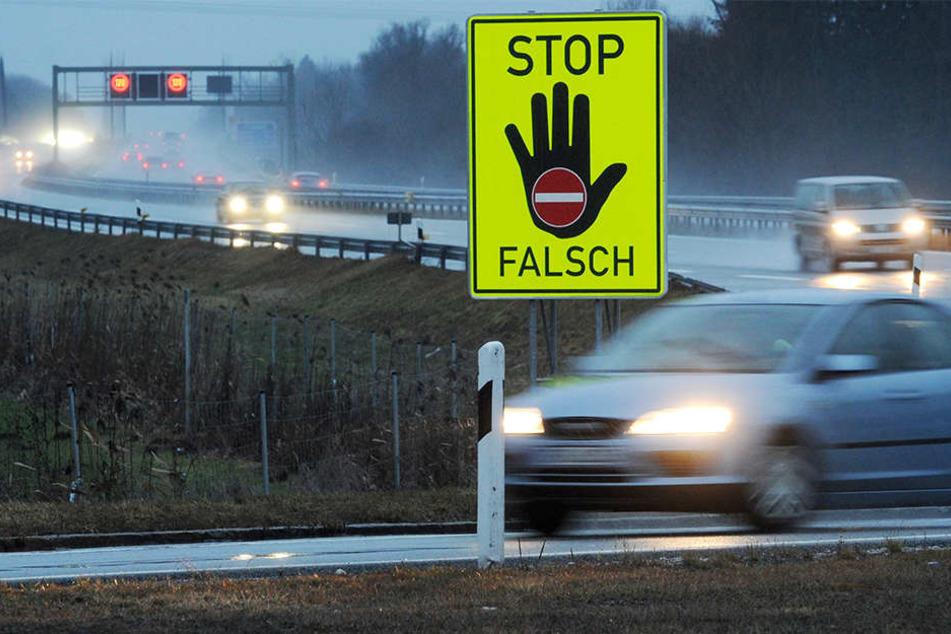 Geisterfahrer rast gegen Bagger und stirbt