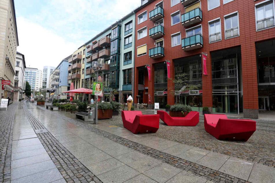 Mitten am Tag, mitten in der City: Die Innere Klosterstraße ist gähnend leer. Eine neue Kneipenmeile soll hier bald für Leben sorgen.