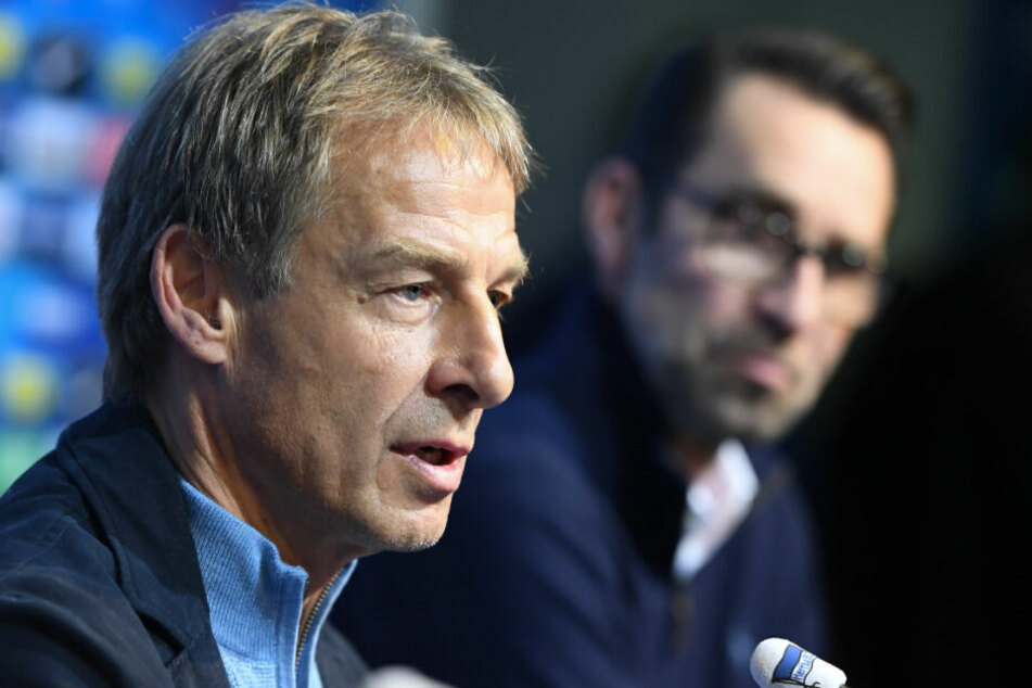 Jürgen Klinsmann und Michael Preetz bei der Vorstellung.