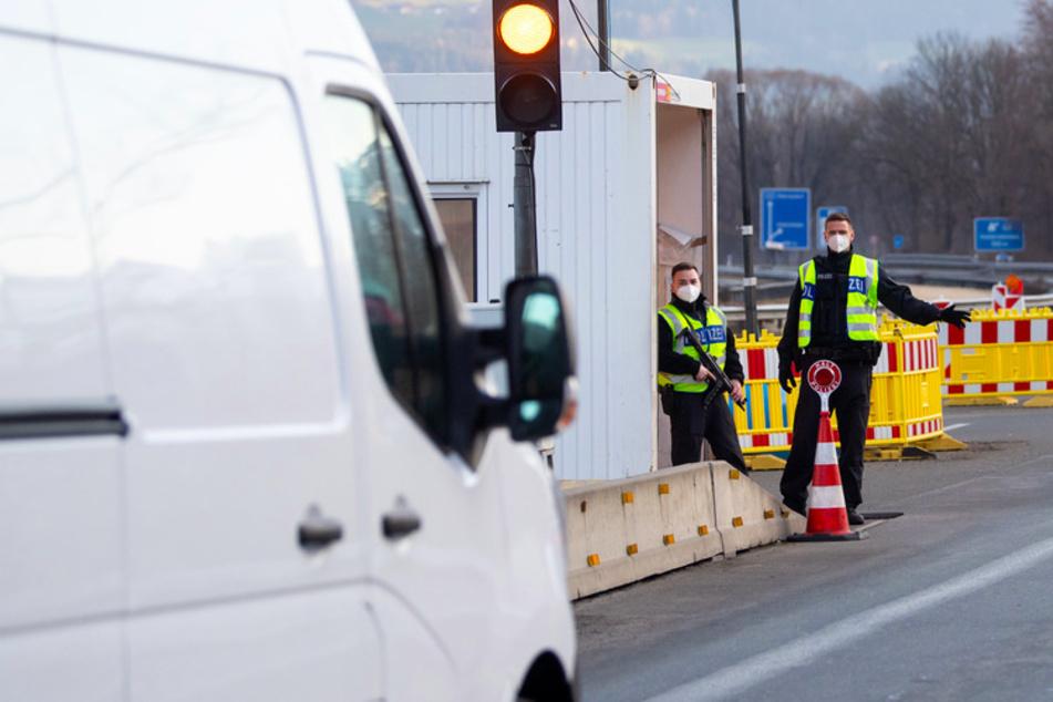 Einreisebeschränkungen fallen in Bayern weg, Grenzkontrollen bleiben