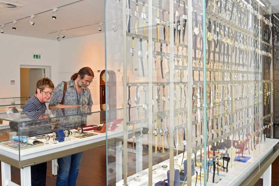 Besucherfreundlich: Die hohen Vitrinen der Dauerausstellung wurden um 15 Zentimeter gekürzt.