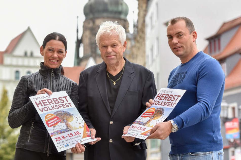 Schausteller-Dynastie Walz: Tochter Silke (48), Vater Peter (68) und Sohn Marco (38) bereiten das Herbst-Volksfest vor.