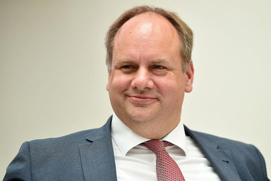 """""""Wir haben eine ordentliche Schippe obendrauf gelegt"""", sagt OB Dirk Hilbert (46, FDP)."""