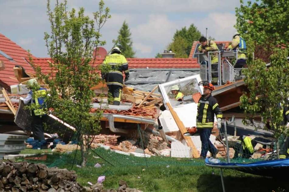 Von dem Haus sind nur noch Trümmer übrig.