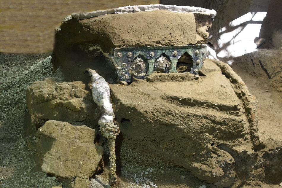 Diesen eisernen Triumphwagen haben die Forscher in Pompeji entdeckt. Er lag fast 2000 Jahre lang vergraben in der versunkenen Stadt.