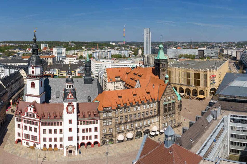 Chemnitz verspricht sich viel vom Kulturhauptstadt-Titel: Altes und Neues Rathaus sind schon mal ein Hingucker in der City.