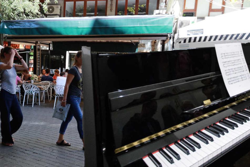 In einer Ilmenauer Fußgängerzone stand es am Freitag auf einmal da: ein Klavier. Und gespielt wurde auf dem Instrument ebenso. (Symbolbild)