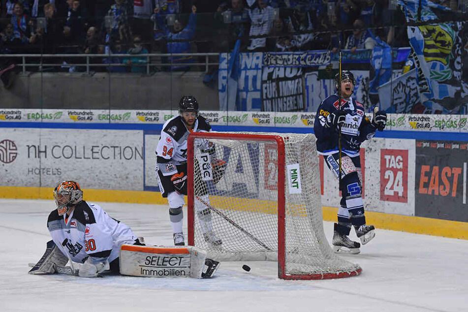 Mirko Sacher erzielt den entscheidenden Treffer.