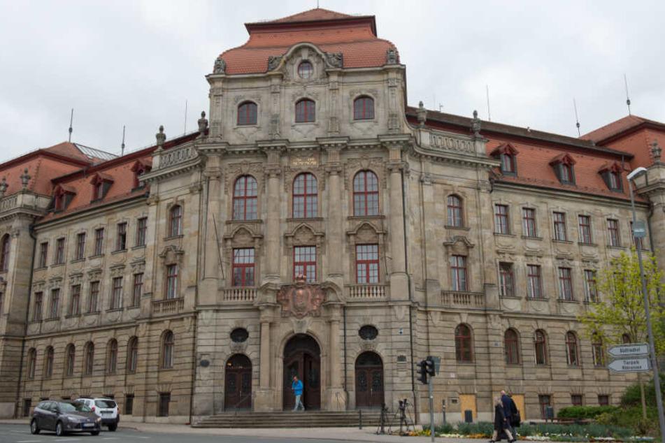 Der Prozess gegen den Angeklagten findet vor dem Landgericht Bayreuth statt.