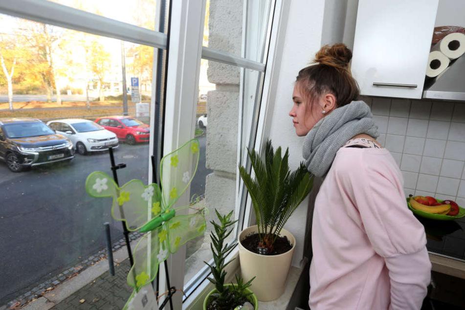 Sandra Schönherr (21) beobachtete an ihrem Küchenfenster mögliche Zeugen des Bombendrohers.