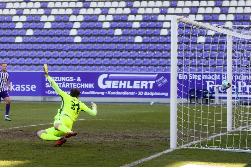 Am Donnerstag testet Aue gegen Bamberg. Ob bei dem Spiel Tore fallen werden, ist noch unklar. Was aber feststeht, die Tribüne bleibt leer, die Partie findet ohne Zuschauer statt. (Archivbild)