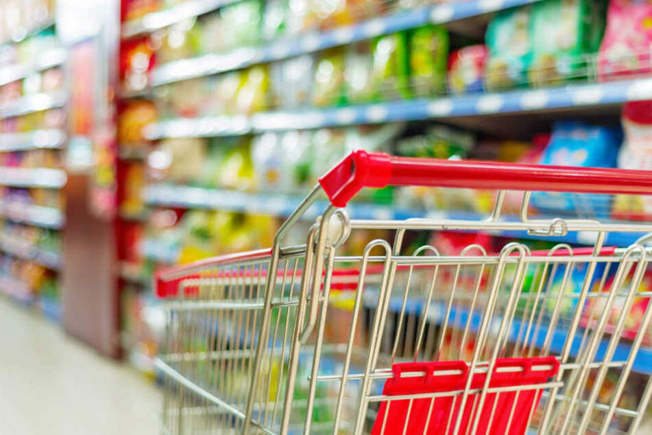Mitten im Supermarkt attackierte der Fremde einen Mitarbeiter. (Symbolbild)