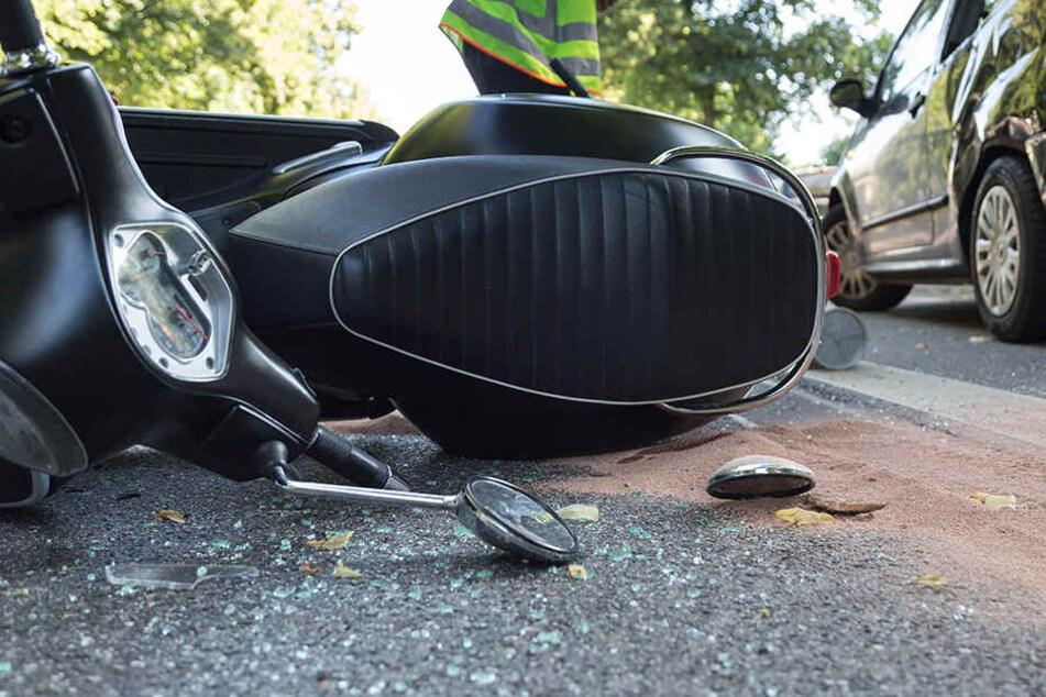 Zwei Jugendliche bei Mopedunfall schwer verletzt