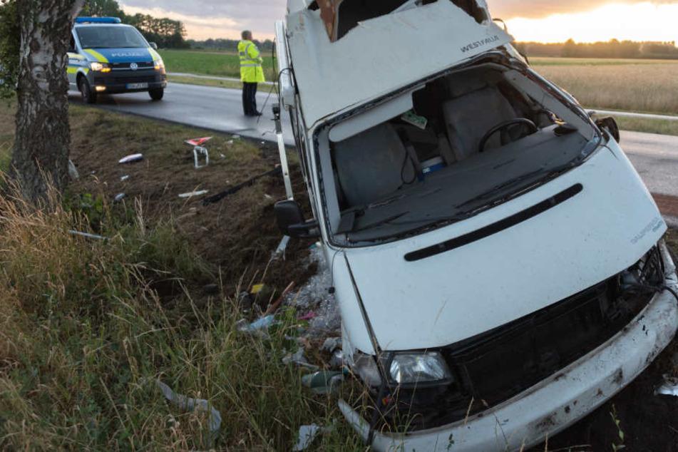 """Fahrt zum """"Hurricane"""" endet im Krankenhaus: Wohnmobil kracht gegen Baum!"""