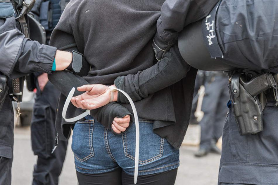 Ungefähr 100 Menschen wurden vorläufig festgenommen.